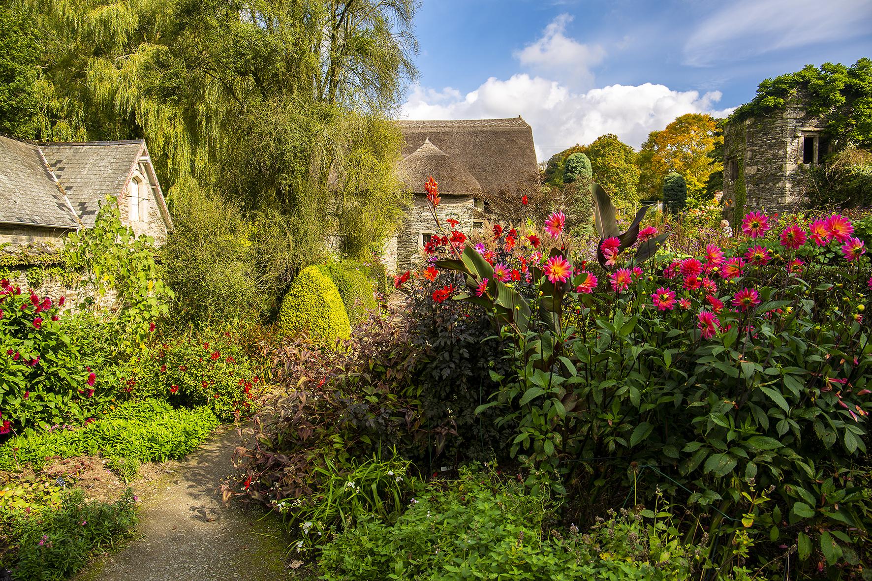 garden house autum walled garden