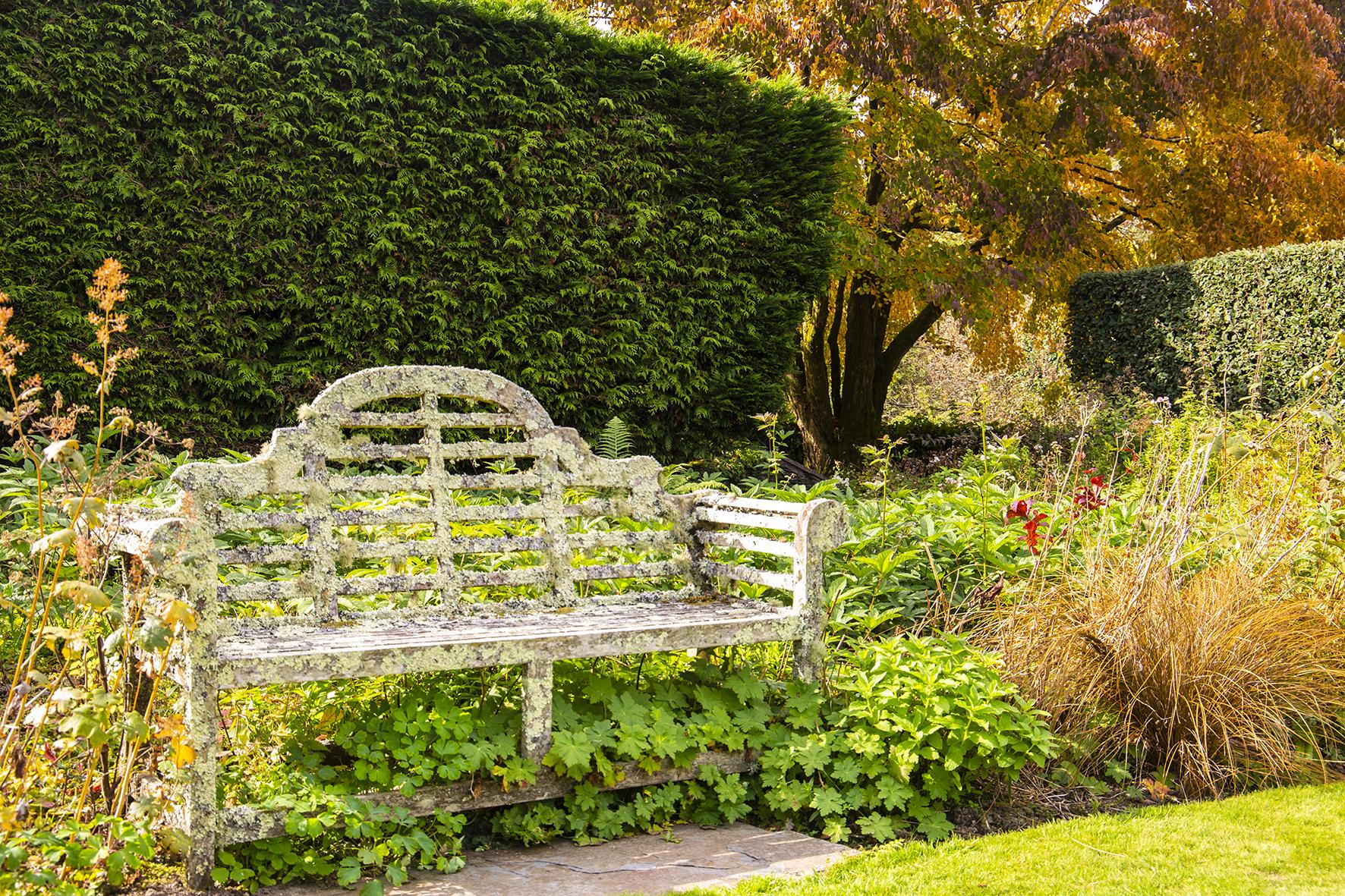 garden house autum seat