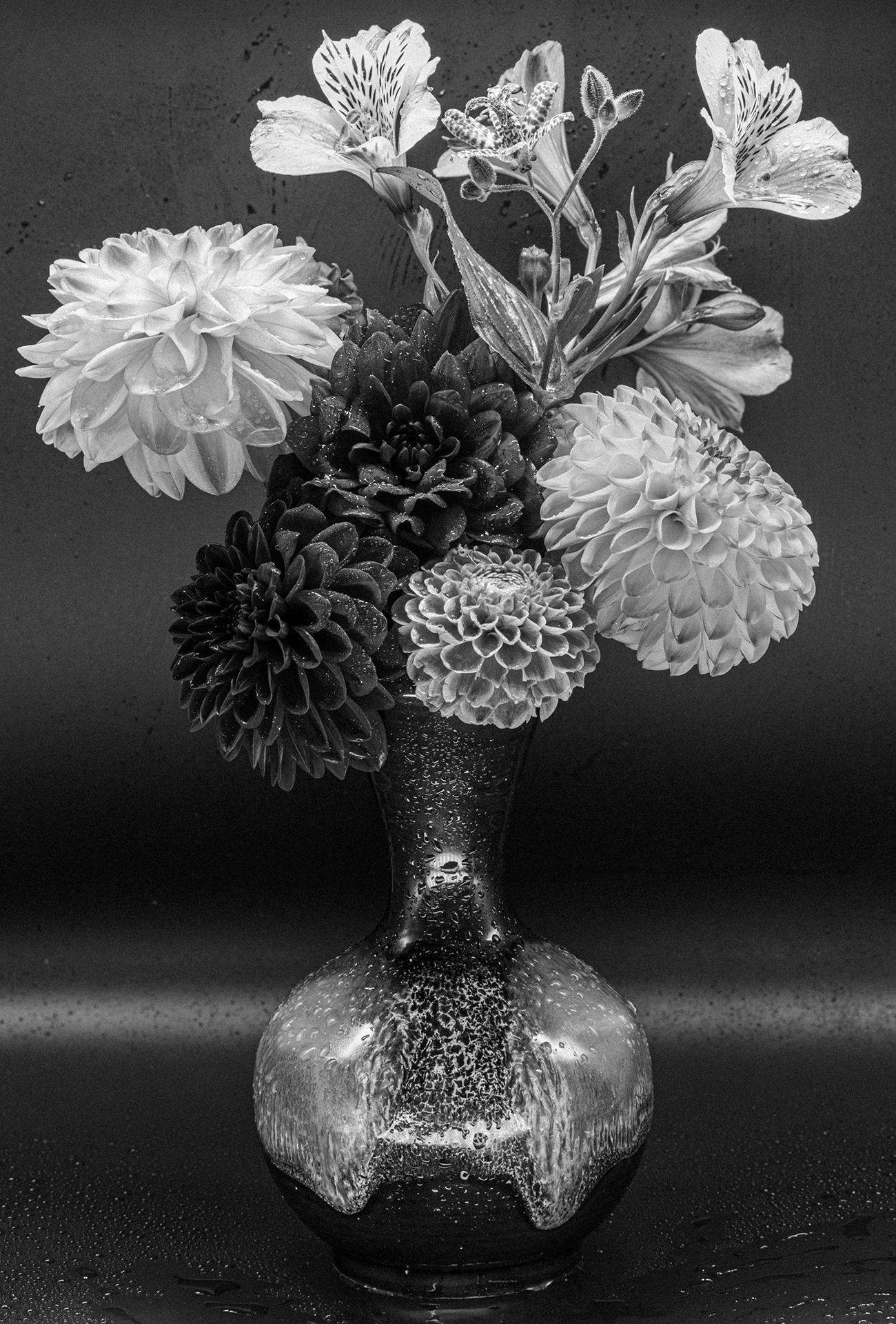 flower vase bw